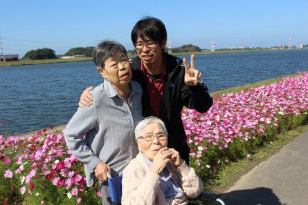 八幡西区山寺町 グループホームいきいき桜苑🌸 コスモス見学②