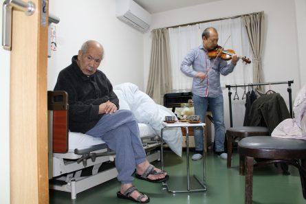 八幡西区山寺町 グループホームいきいき桜苑🌸 バイオリン演奏会①