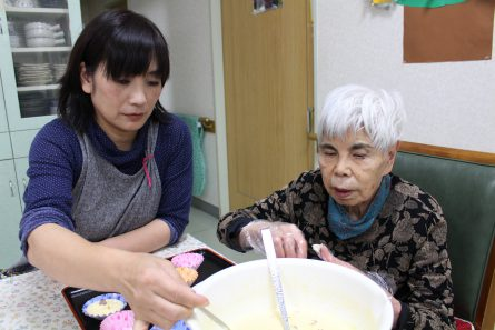 八幡西区山寺町 グループホームいきいき桜苑🌸 蒸しパン作り①