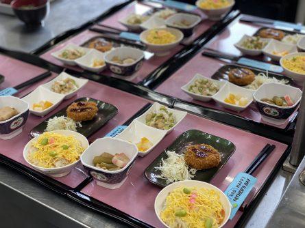 ・ちらし寿司 ・メンチカツ ・車麩の煮物 ・大豆サラダ ・フルーツ